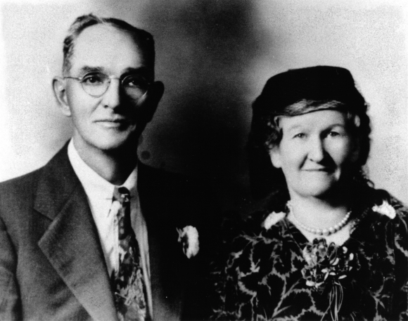 Adolphus Charles Greenwood (the first of Lorie's Boisvert line to be born a Greenwood) and his wife Mary Paradis in their later years.  Source: Lorie's family pictures